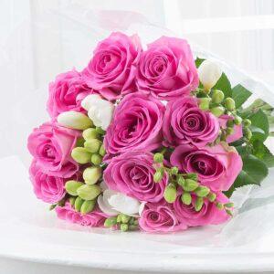 Kwiaty- Elegancka róża i frezja