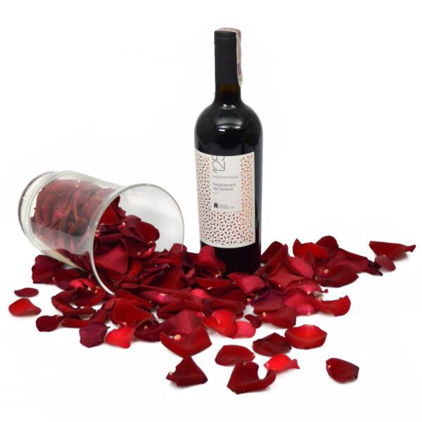 Płatki róż i Czerwone Wino