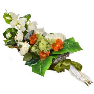 Stroik z kwiatów sztucznych - delikatna wiązanka